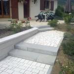 Escalier en blocs marche béton gris lisse_Villars sous Dampjoux