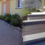 Escalier en blocs marche granit et platelage en bois exotique_Ecot