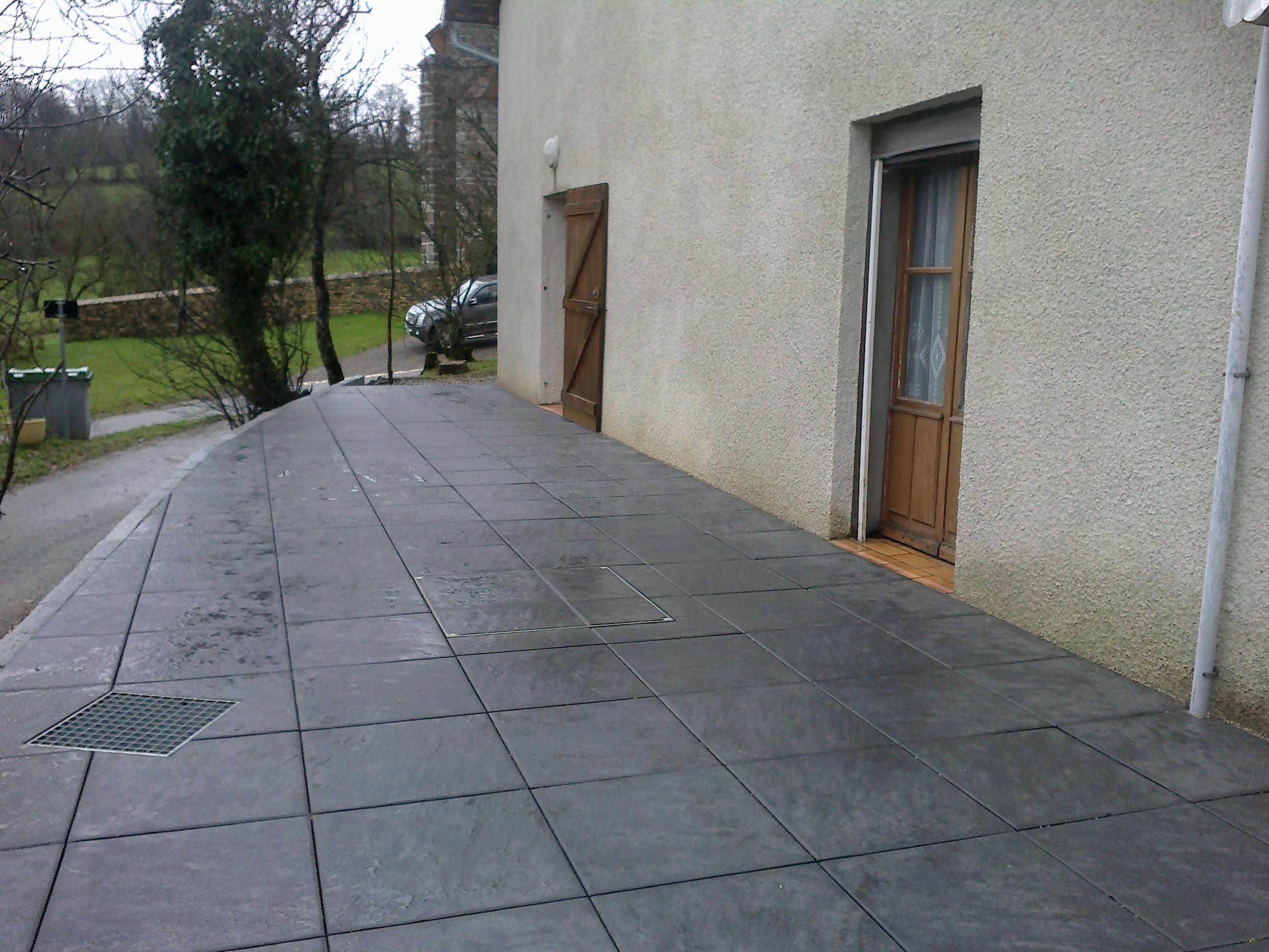 Caniveaux grilles cassard for Caniveau invisible pour terrasse