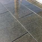 Dalles granit gris foncé 60x40 Show-Room pierres naturelles à Bois et Dérivés_Voujeaucourt