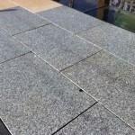 Dalles granit gris clair 60x40 Show-Room pierres naturelles à Bois et Dérivés_Voujeaucourt