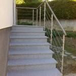 Habillage d'escalier en marche, contre marche granit gris clair et main courante inox_Pont de Roide